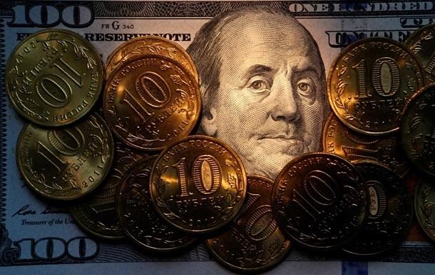 В России доллар подорожал еще на два рубля