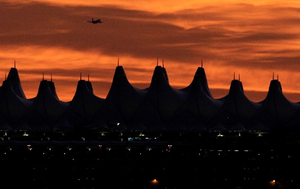 Воздушный порт как арт-объект. Аэропорт Денвера оброс кучей домыслов