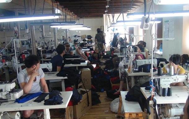 В Одессе ликвидировали цеха с вьетнамцами-рабами, шившими Adidas и Nike