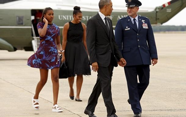 Обама с семьей отправился в отпуск