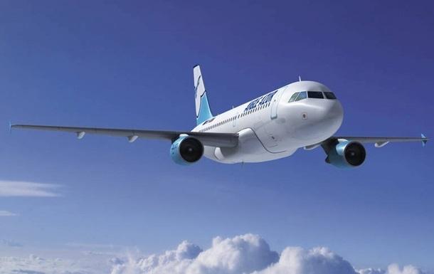 В США в пассажирском самолете во время полета град выбил стекло
