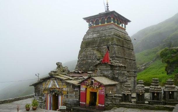 При давке в храме на востоке Индии погибли десять человек