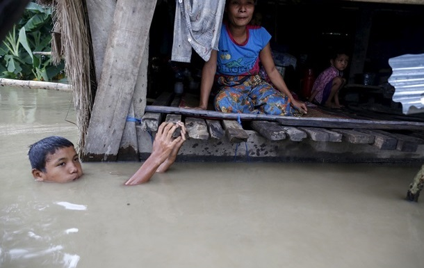 При наводнении в Мьянме погибли более 100 человек