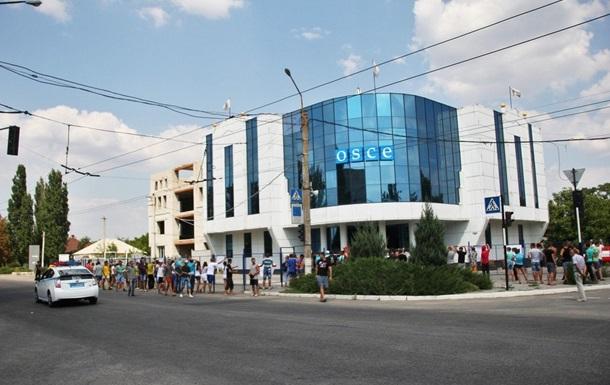 В Луганске митинговали под офисом ОБСЕ
