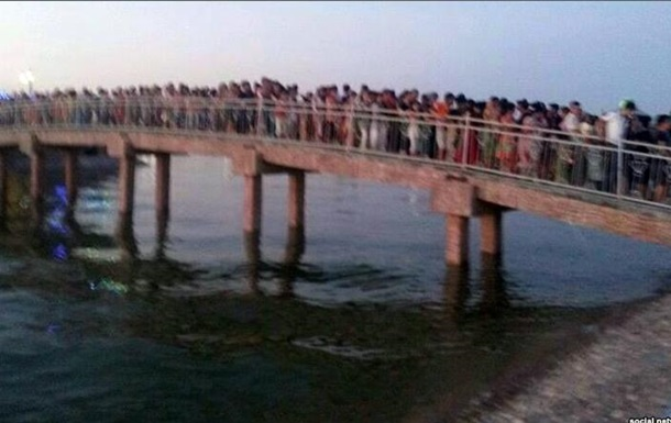 В Узбекистане из-за обвала на мосту погибли 15 человек