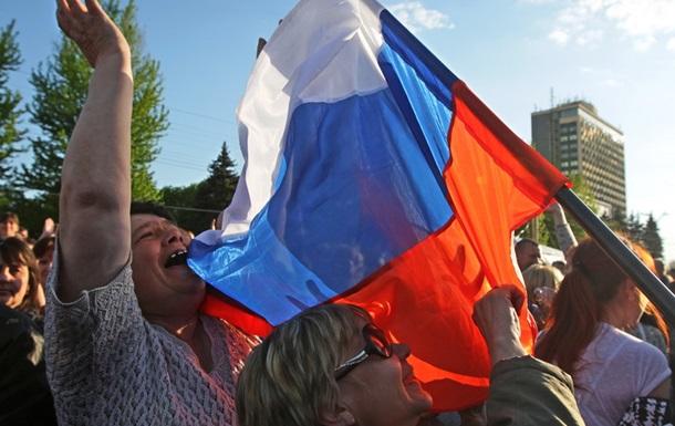 Латвийский суд оправдал разорвавшего российский флаг