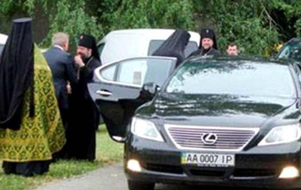 Он продался РПЦ и якобы борется с сектами в Одессе.