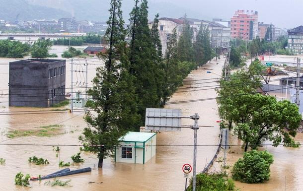 Тайфун Соуделор унес жизни 26 человек в Китае