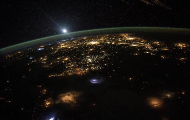 Астронавт с МКС показал восход Солнца над Землей