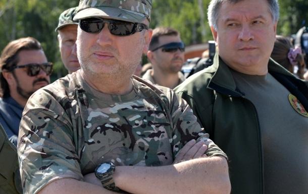 Турчинов допустил введение военного положения