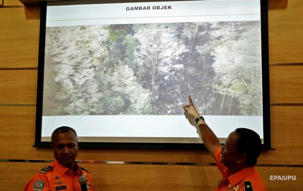 В Индонезии возобновили поиски потерпевшего крушение самолета