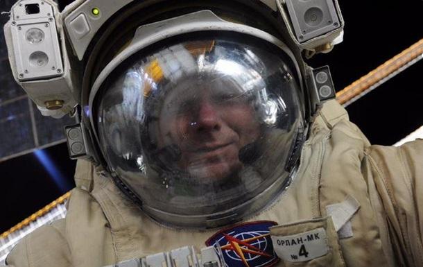 Астронавт МКС сделал селфи в открытом космосе