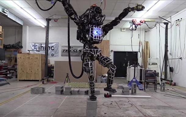 Человекоподобного робота Atlas вывели на первую прогулку
