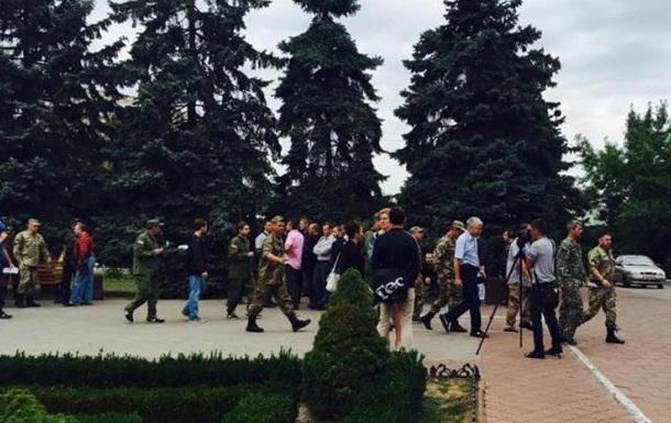 Военнослужащие заблокировали Ильичевский городской совет,