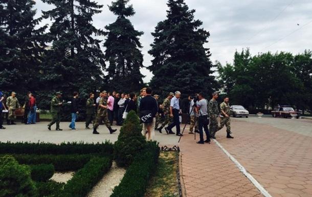 В горсовете Ильичевска подрались участники АТО и милиция - СМИ
