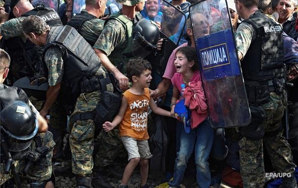 Тысяча мигрантов прорвалась из Греции в Македонию