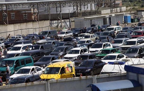 В Керчи объявлен режим ЧС из-за очередей на переправе