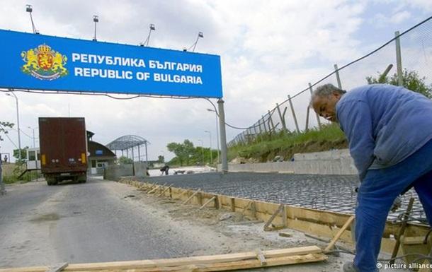 Болгария разместила бронетехнику на границе с Македонией