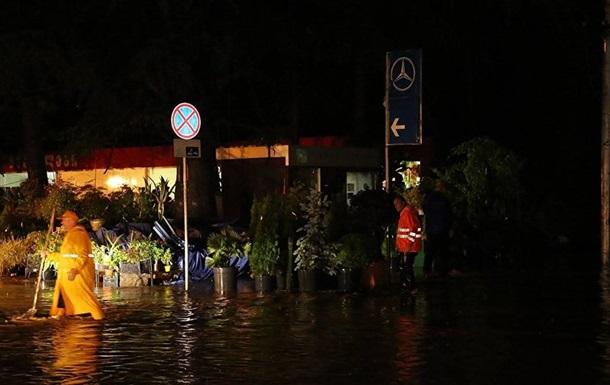Мощный ливень затопил грузинский Батуми, город обесточен