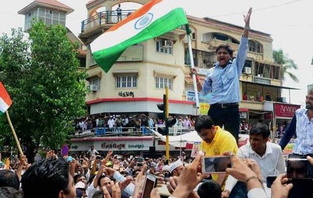 В Индии в один из штатов из-за протестов ввели войска