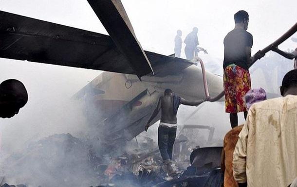 В Нигерии на дом упал военный самолет, погибли семь человек