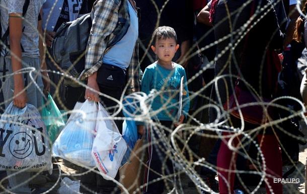 На границе Венгрии и Сербии появился забор с колючей проволокой