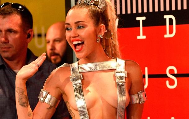 MTV Video Awards: самые откровенные наряды церемонии