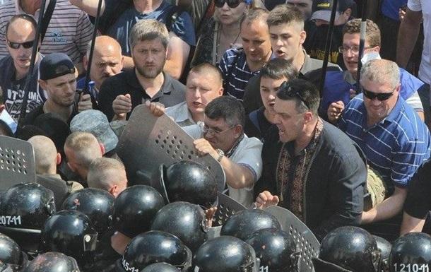 Свобода о столкновениях под Радой: милиция напала первой