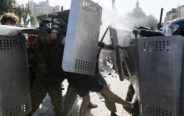 Минздрав: 21 человек получил огнестрельные ранения у Рады