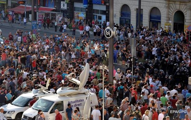 Венгрия просит ФРГ провести разъяснительную беседу с беженцами у вокзала