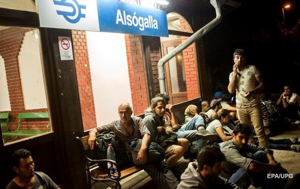 Австрия и Германия согласились пропустить беженцев из Венгрии
