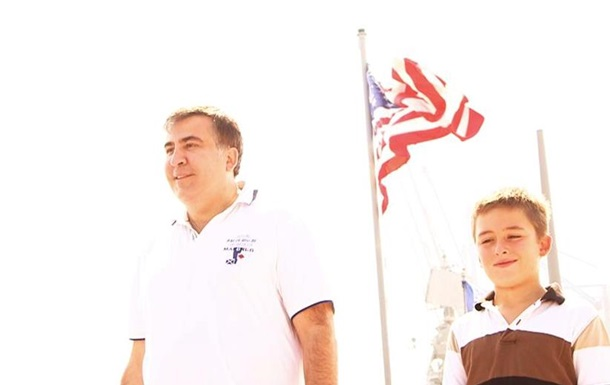 Саакашвили с сыном побывал на американском эсминце