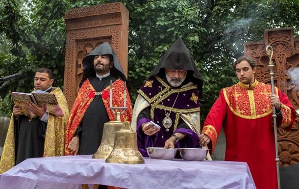 Освящение крестов и колоколов Армянской Часовни в Киеве