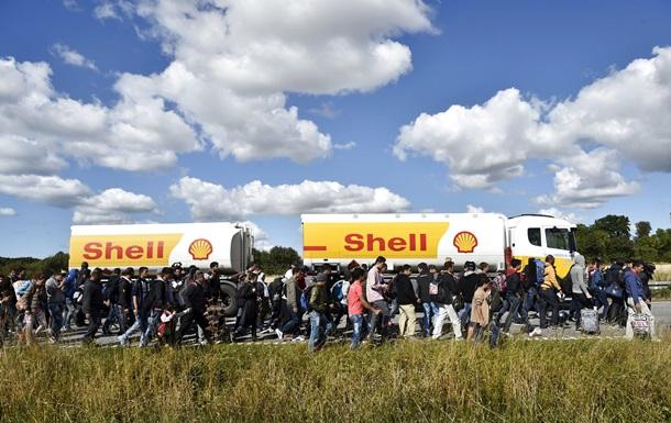 Полиция Дании перекрыла трассу для прохода беженцев в Швецию