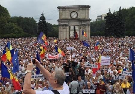Протесты в Молдове: в Европу дорогой Украины