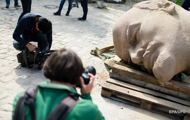 Под Берлином откопали огромную голову статуи Ленина