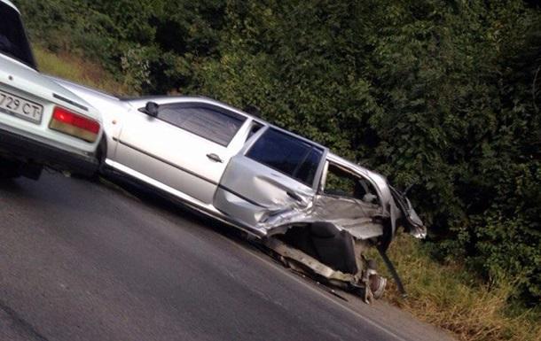 В Харьковской области столкнулись три автомобиля