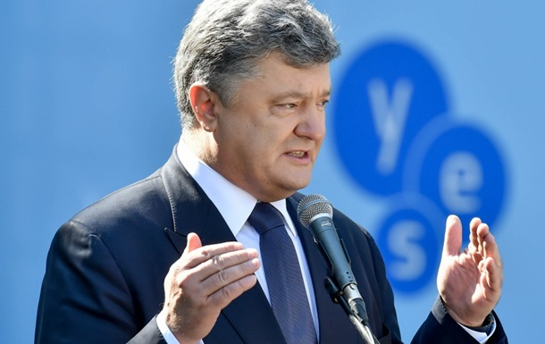 Порошенко дал интервью трем украинским телеканалам
