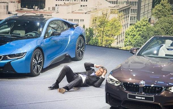 Глава BMW потерял сознание на открытии автосалона во Франкфурте
