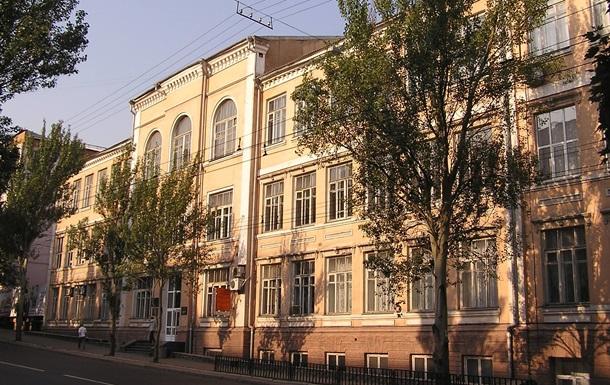 В ДНР преподаватели просят погасить долги по зарплате