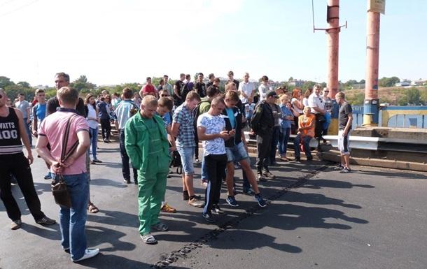 В Николаеве не смогли развести мост из-за качественного асфальта