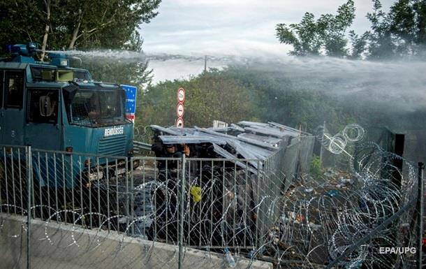 В Венгрии в столкновениях с беженцами пострадали 20 полицейских
