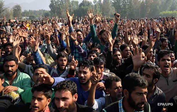 Индийцы в знак протеста шлют премьеру волосы и ногти