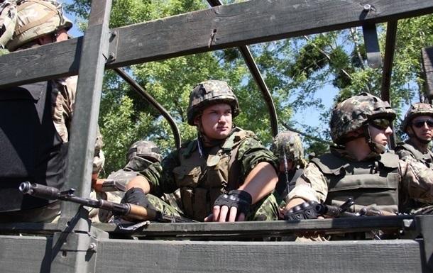 В Луганской области обстреляли машину военных, трое ранены