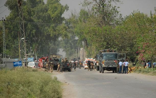 Теракт в Пакистане: погибли 16 прихожан мечети