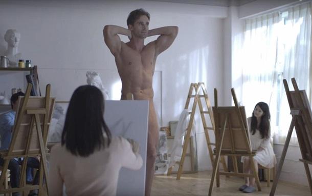 В Японии запустили эротическую рекламу игры World of Tanks