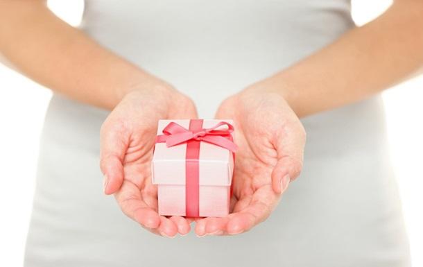 Ученые выяснили, от чего зависит степень щедрости женщин