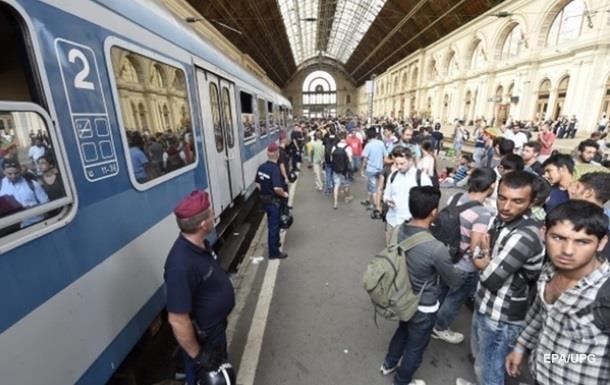Венгрия остановила поезд с беженцами из Хорватии