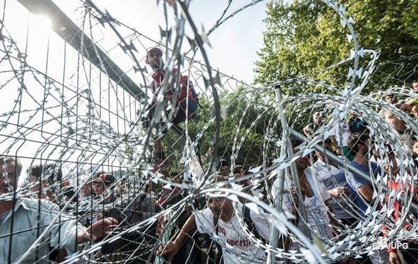 Венгрия за сутки отгородилась от Хорватии колючей проволокой