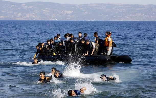 У берегов Ливии едва не затонули почти 5 тысяч беженцев